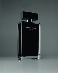 NR-FOR-HER-EAU-DE-TOILETTE-PACK-BLACK-BACKGROUND